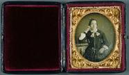Visualizza Frau mit Bibel, USA, ca. 1848. anteprime su