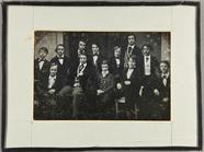 Visualizza Gruppenbild mit 12 jungen Männern, Schüler de… anteprime su