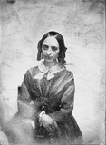 Visualizza portrait of a seated woman, her arms crossed … anteprime su