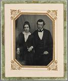 Visualizza Ehepaar sitzend. anteprime su