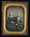 Visualizza Portrait of a couple, three-quarter length, s… anteprime su