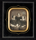 Miniaturansicht Vorschau von Portrait of three young women, half figure, t…
