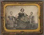 Thumbnail preview van Mutter mit vier Kindern.
