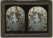 Miniaturansicht Vorschau von Group portrait. In the centre is sitting a wo…