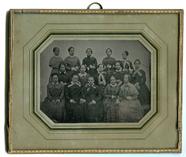 Miniaturansicht Vorschau von Im Atelier haben sich 15 Mädchen eingefunden,…