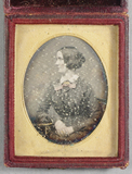 Prévisualisation de Portrait of a woman, hand tinted with gold hi… imagettes