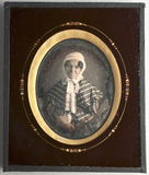 Visualizza Ältere Frau mit einem weißen Hut, in gestreif… anteprime su