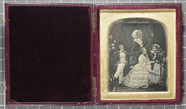 Visualizza Hand-coloured daguerreotype of Queen Victoria… anteprime su