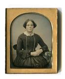 Thumbnail preview of Das zart kolorierte Foto einer jungen Frau en…
