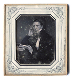 Miniaturansicht Vorschau von Porträt eines jungen Mannes mit Zigarre
