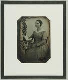 Visualizza Portrait einer Frau in kariertem Kleid und we… anteprime su