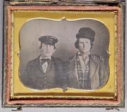 Forhåndsvisning av Brustporträt von zwei Männern, einer eine Müt…