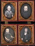 Visualizza Kassette mit vier Kinderbildnissen (1 Mädchen… anteprime su