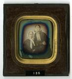 Visualizza Portrett av to sittende kvinner. Portrait of … anteprime su