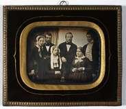 Thumbnail preview of Gruppeportræt af familierne Gudmann og Modewe…
