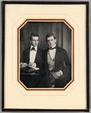 Visualizza Zwei junge Männer, der Mann hinter einem Tisc… anteprime su