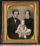 Thumbnail preview van Eltern mit kleiner Tochter in der Mitte