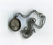 Miniaturansicht Vorschau von Daguerreotypie in Medaillon-Form, gefaßt in S…