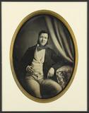 Esikatselunkuvan Portrait d'homme, à mi-genoux, de face, accou… näyttö