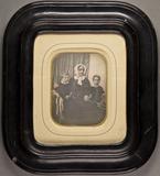 Stručný náhled Bildnis einer Mutter mit ihren zwei Kindern. …