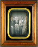 Miniaturansicht Vorschau von Viererporträt - Mann mit drei Frauen