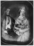 Visualizza portrait of a seated couple anteprime su