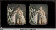 Visualizza Stehender weiblicher Akt neben Säule anteprime su