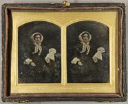 Visualizza Alte Frau mit weißer Haube und einem weißen T… anteprime su