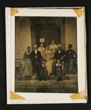 Thumbnail preview of Großes Familienporträt mit drei jüngeren Frau…