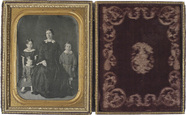 Visualizza Portrait d'une femme et ses trois enfants anteprime su