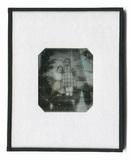 Miniaturansicht Vorschau von Porträt zweier kleiner Kinder auf einem Hocke…