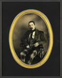 Visualizza Portrait d'homme, assis, de trois-quarts à ga… anteprime su