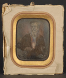 Visualizza Portrett av sittende ung mann. Han hviler høy… anteprime su