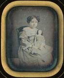 Visualizza Portrait d'une fillette avec poupée anteprime su