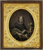 Miniaturansicht Vorschau von Junge Frau mit Korkenzieherlocken an einem Ti…
