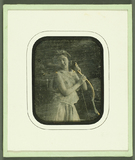 Visualizza Frau in transparentem Kleid mit Bogen (Diana-… anteprime su