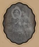 Visualizza Portrait d'une femme âgée, derrière elle une … anteprime su