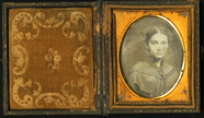 Visualizza Bust portrait of young lady with parted dark … anteprime su