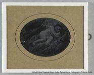 Visualizza Thérèse Riesener, enfant, allongée sur le côt… anteprime su