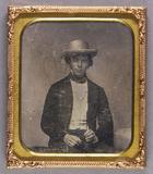 Forhåndsvisning av Halbporträt eines jungen Mannes mit weißem Hu…