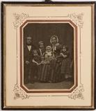 Visualizza Unbekanntes Ehepaar mit vier Kindern anteprime su