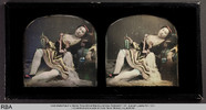 Visualizza Kostümierte Frau in erotischer Pose mit Weinf… anteprime su