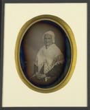 Visualizza Portrait de femme âgée, au châle brodé et bon… anteprime su