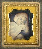 Esikatselunkuvan Portrait d'un nouveau né, en buste, incliné näyttö