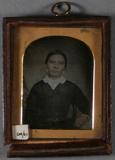 Visualizza Half-length portrait of a young woman, featur… anteprime su