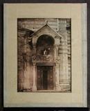 Visualizza A side door into tje Duomo in Verona showing … anteprime su