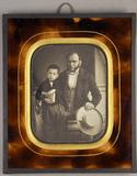 Visualizza Dreiviertelporträt eines sitzenden Mannes, in… anteprime su