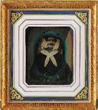 Miniaturansicht Vorschau von En face Porträt einer unbekannten alten Frau …