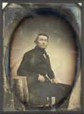 Esikatselunkuvan Portrait d'homme, en pied, assis, de trois-qu… näyttö