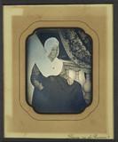 Visualizza Portrait de femme âgée, à mi-jambes, assise d… anteprime su